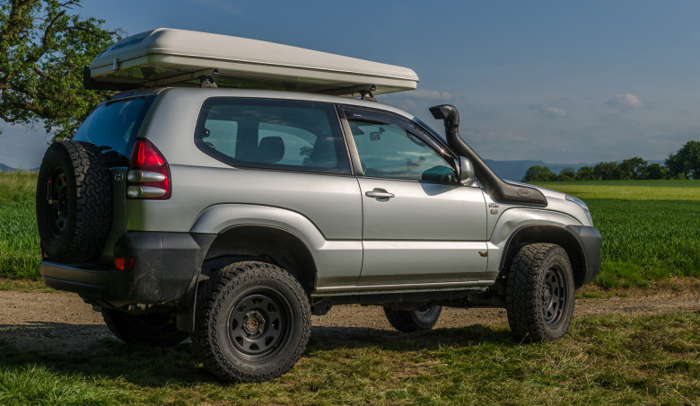 Toyota-Land-Cruiser-J125-Safari-Snorkel